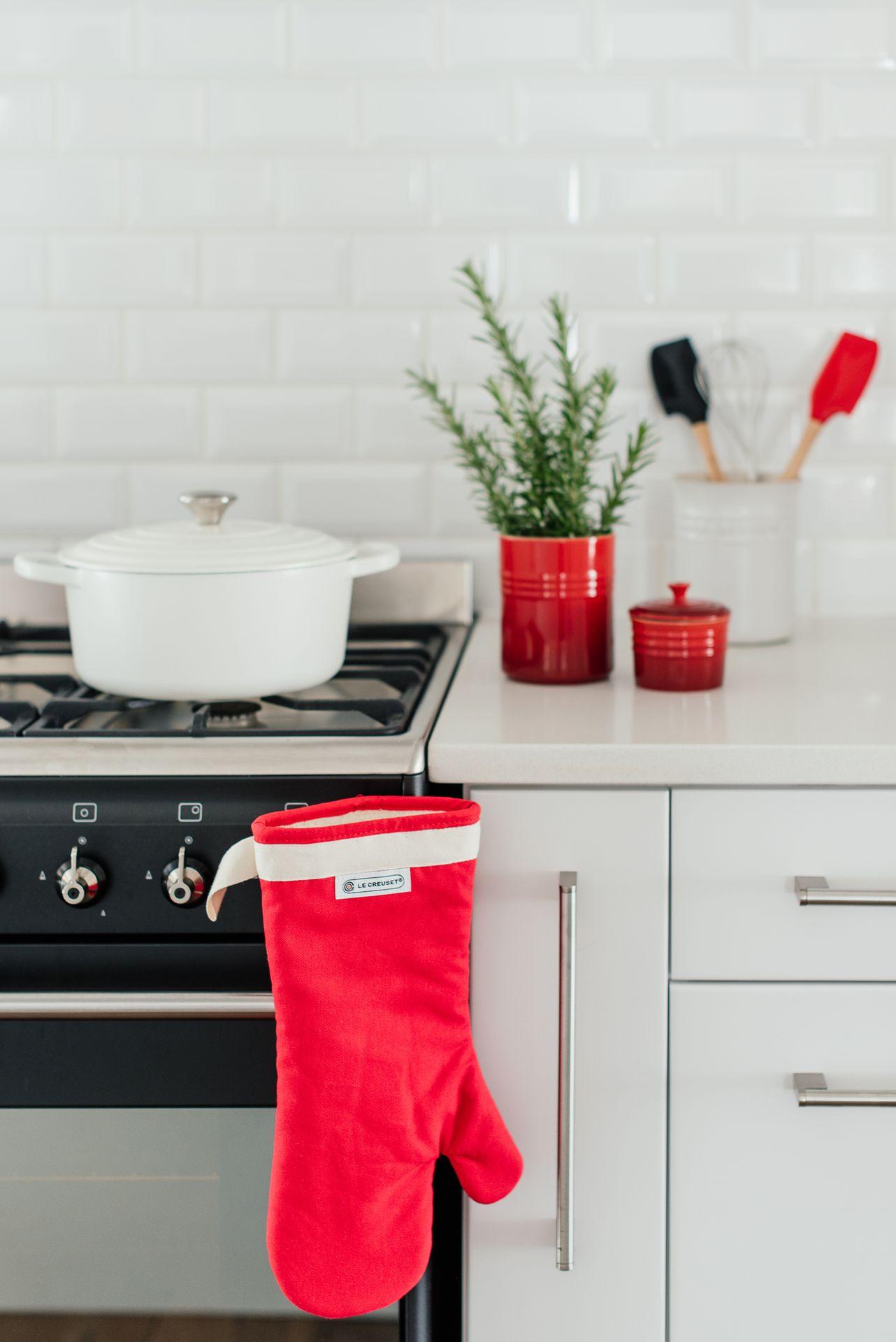 Le Creuset Ofenhandschuh Kirschrot