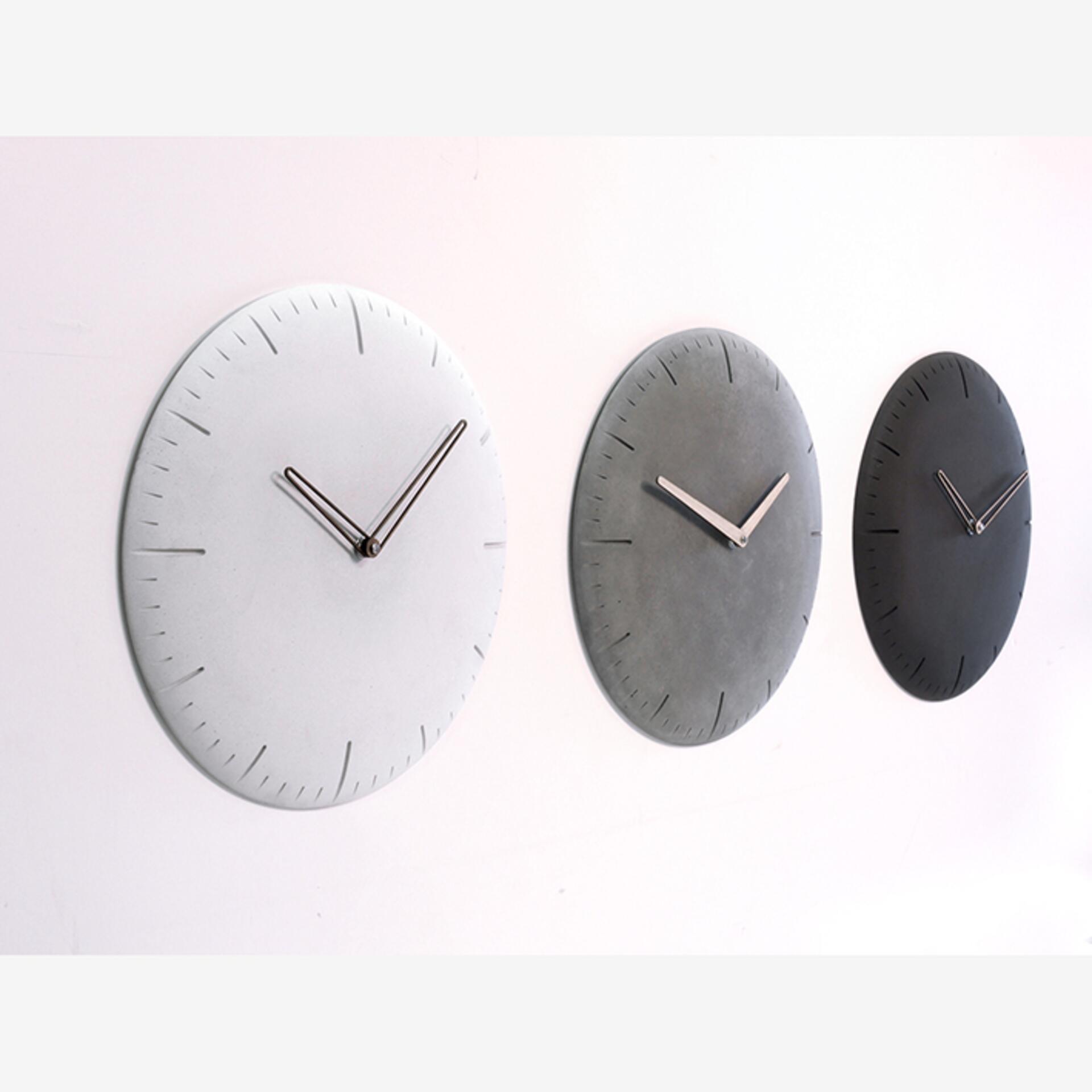 Wertwerke Betonuhr Rund Grau Holzzeiger Esche Vollflächig