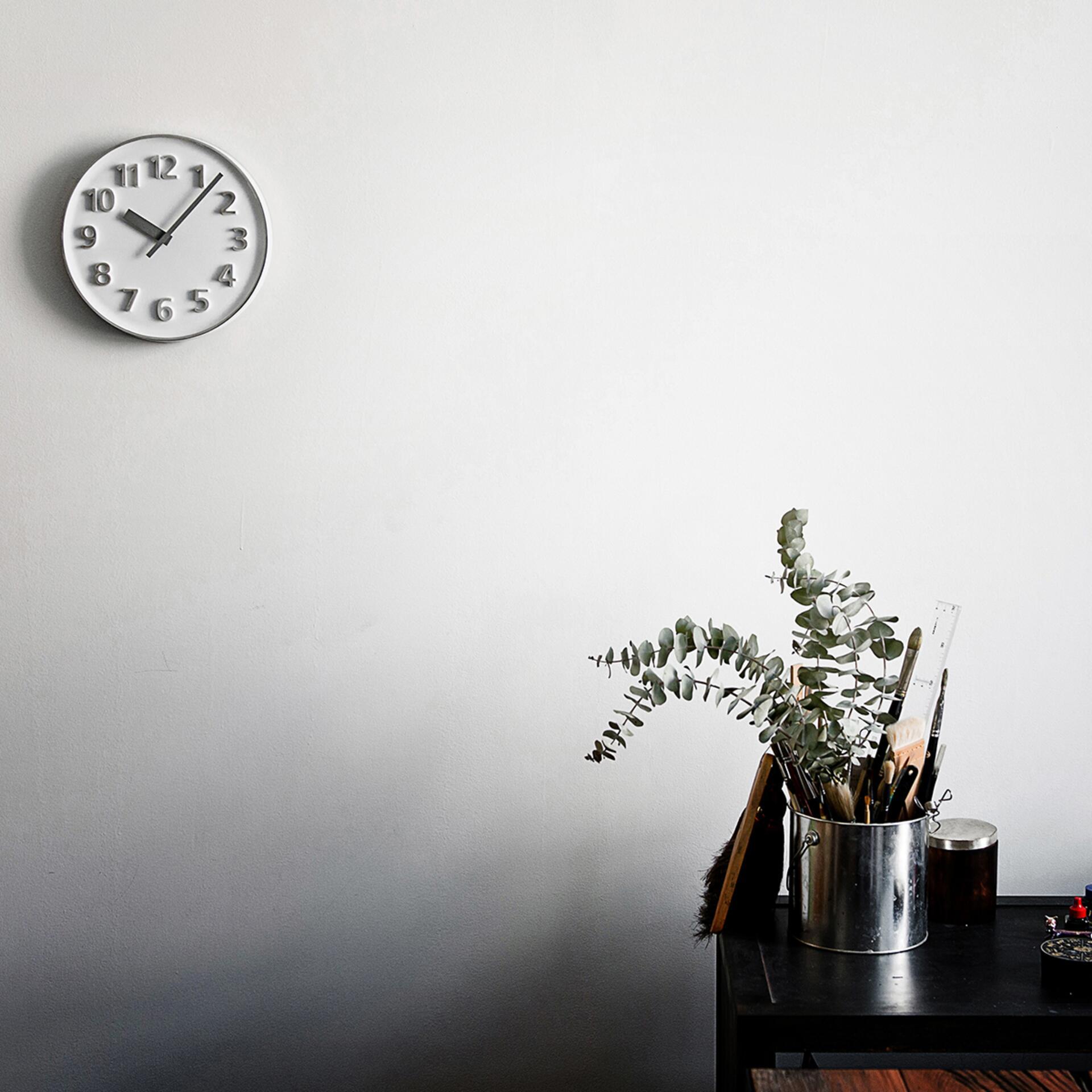 Lemnos Founder Clock Designuhr Aluminium