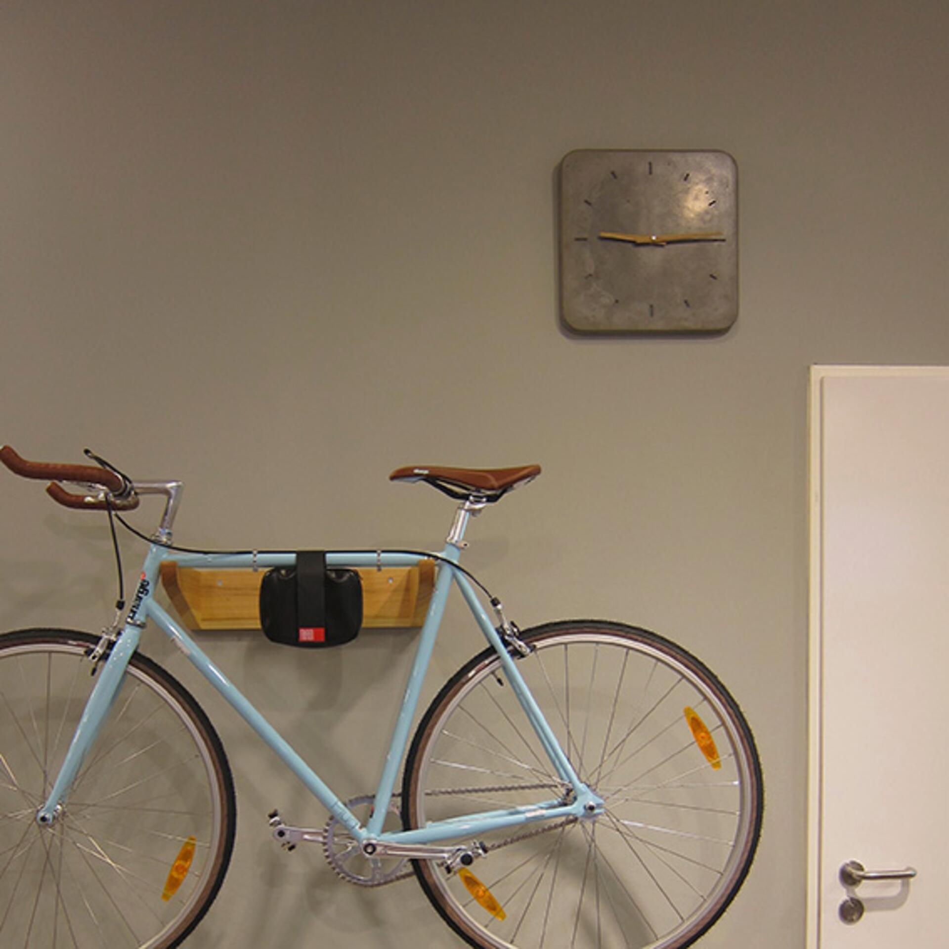 Wertwerke Designuhr aus Beton mit Holzzeiger Grau 20 x 20 cm