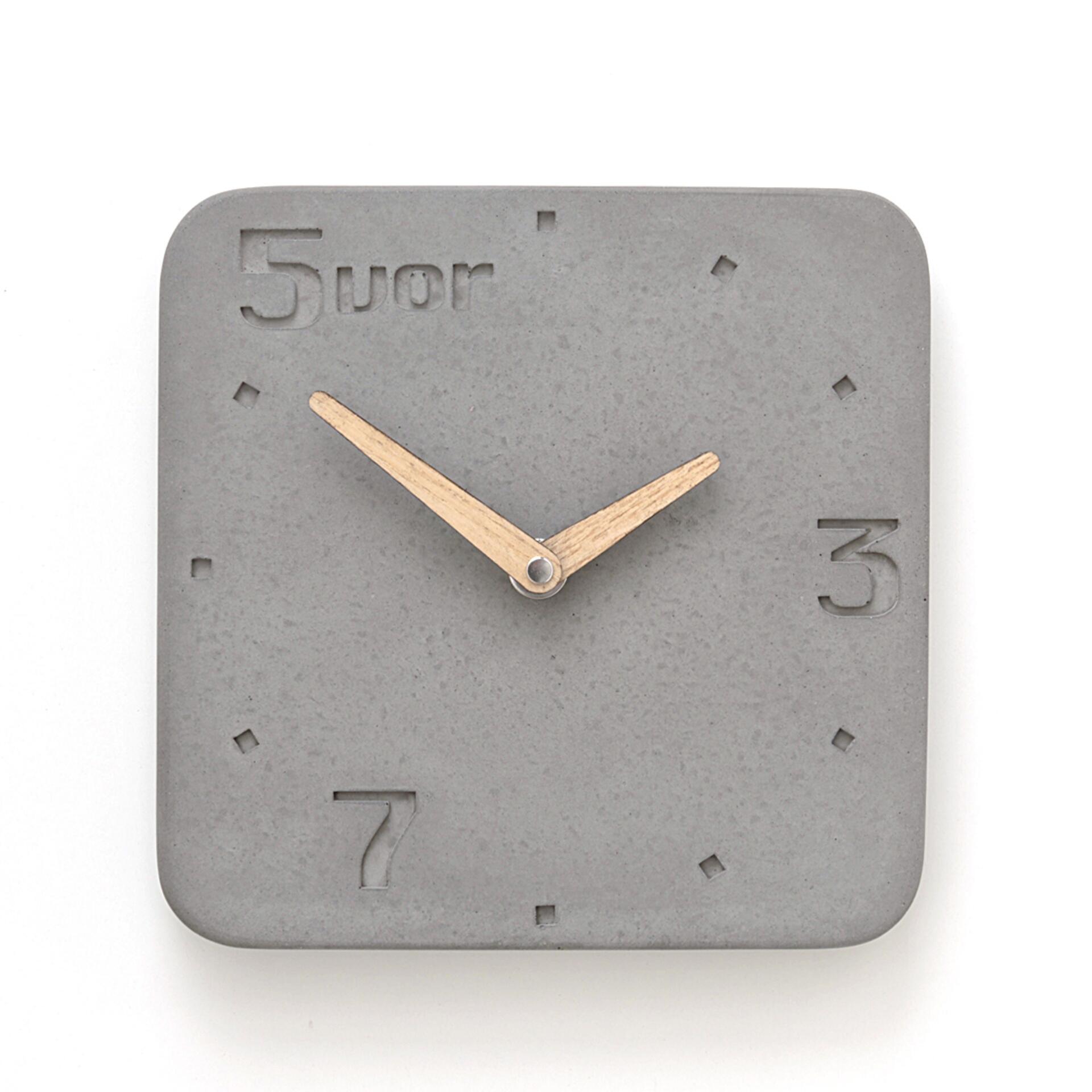 Wertwerke Wanduhr aus Beton 5VOR Grau 20 x 20 cm Esche Vollflächig