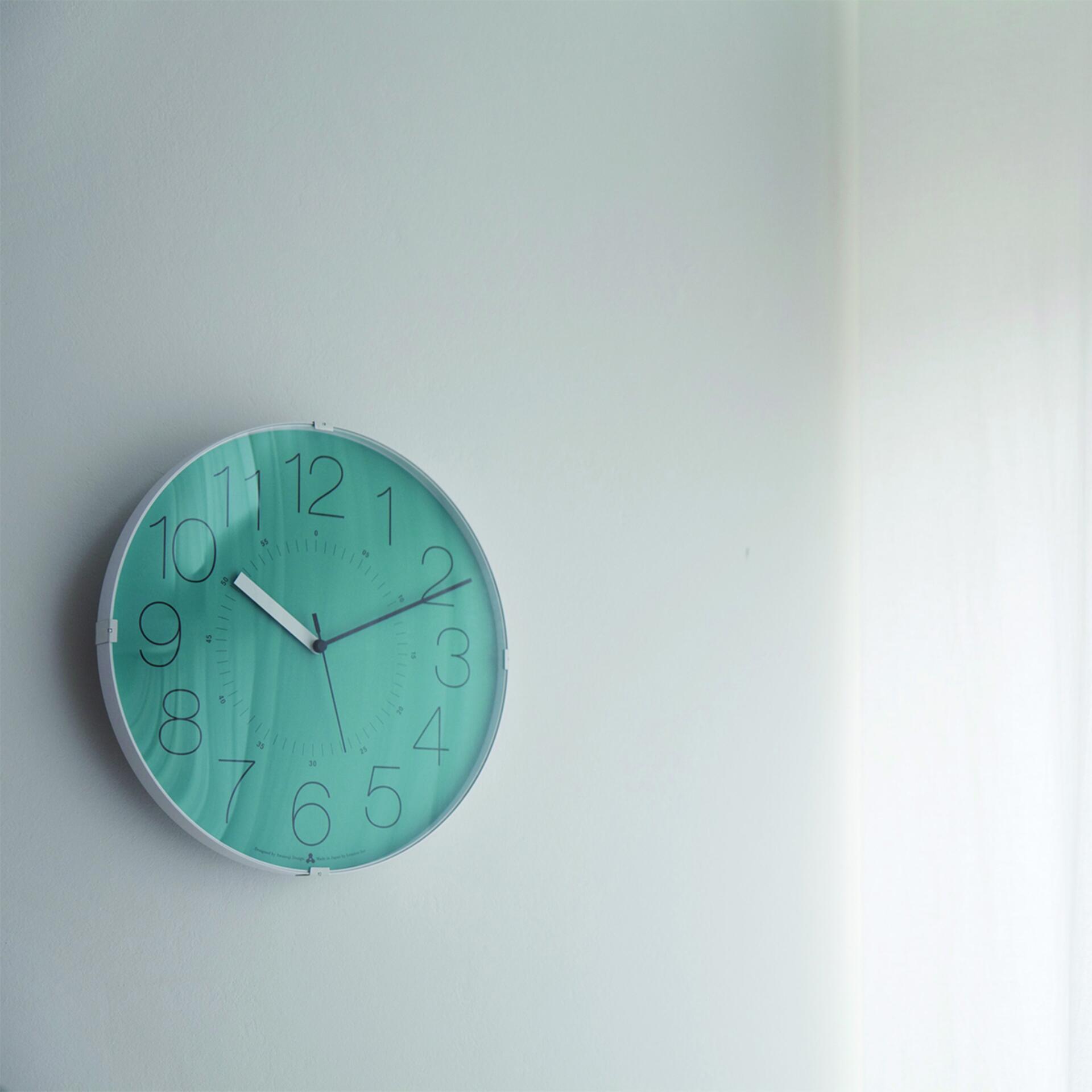 Lemnos Awa Clock Cara Wanduhr Blau