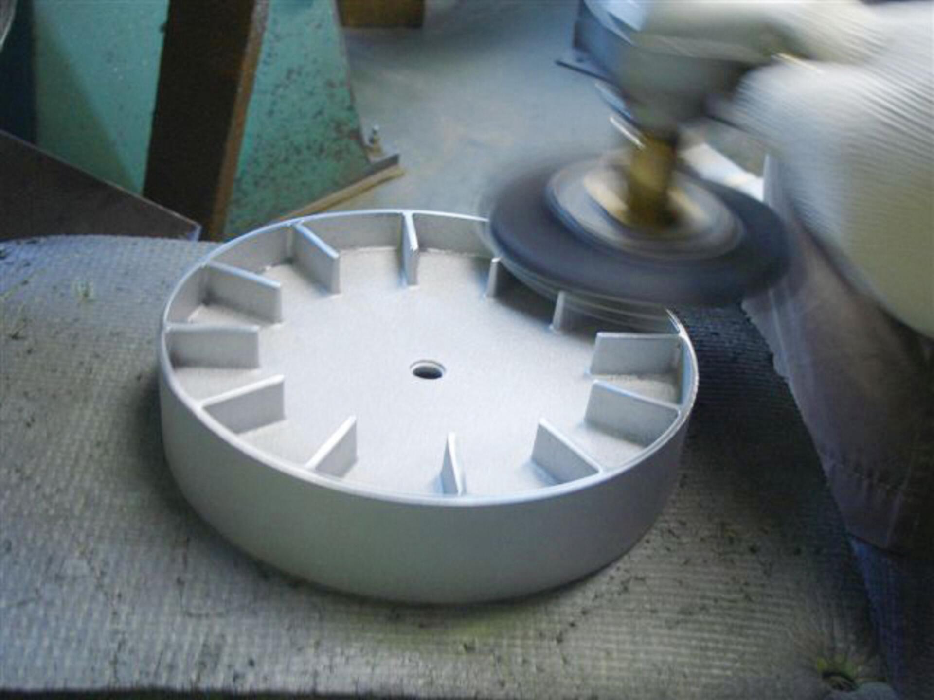 Lemnos Edge Clock Wanduhr Groß Aluminium